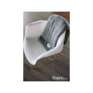 MrsBloom Cable throw light grey slapenonline 1